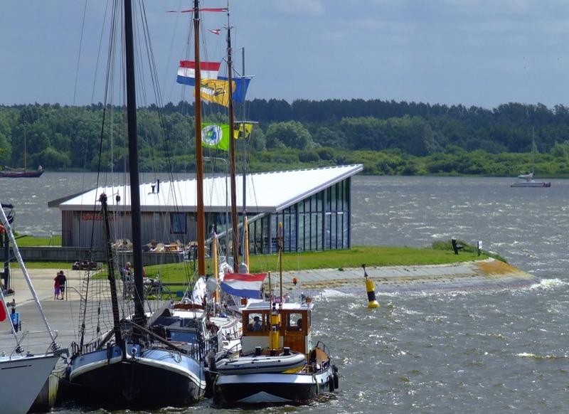 Jachthaven Noordergat met clubhuis  elsknollicht 090730 DSC